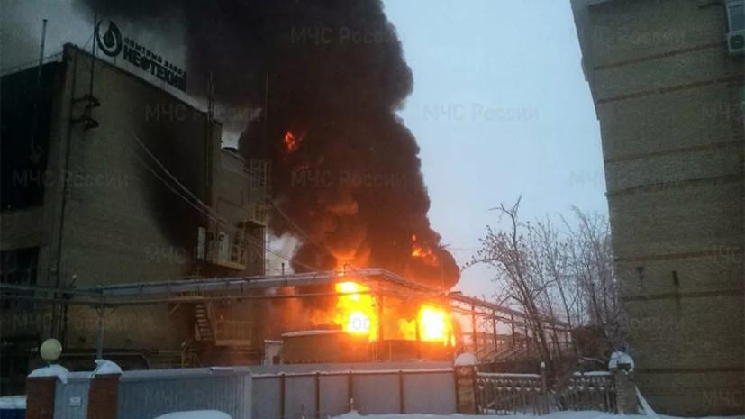 МЧС увеличило группировку сил для тушения пожара на заводе в Уфе