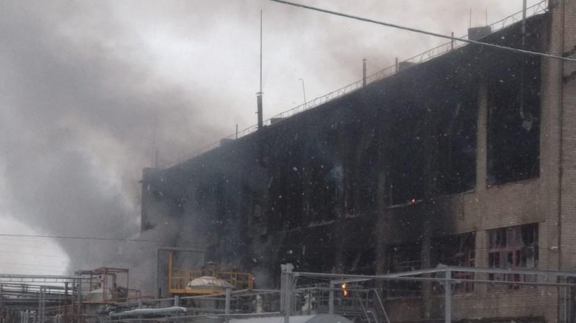 Пожарные ликвидировали открытое горение на заводе в Уфе