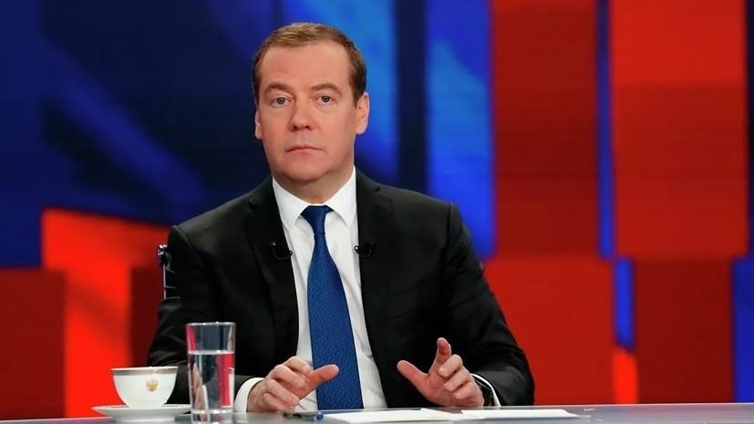Медведев прокомментировал возможность отмены санкций против Украины