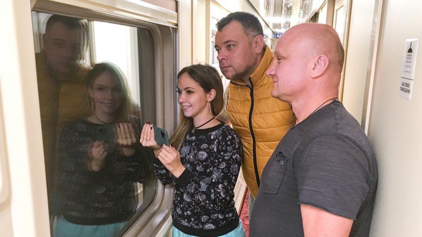 Первый пассажирский поезд проследовал по Крымскому мосту