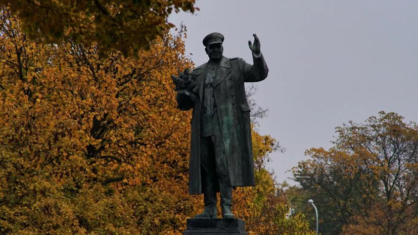 Неизвестные осквернили памятник маршалу Коневу в Праге