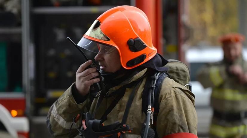 В Красноярском крае загорелся магазин с пиломатериалами