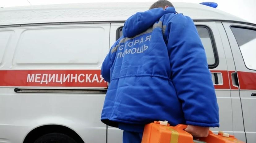 В Москве грузовик врезался в трамвай