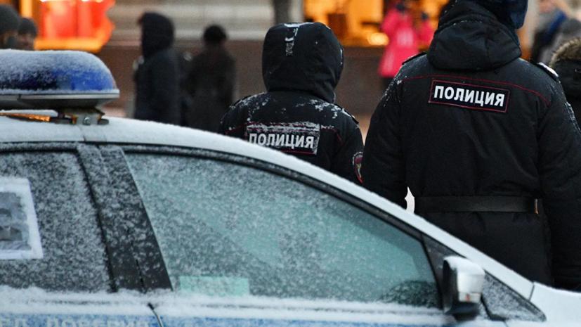Двое неизвестных ранили ножом мужчину в автобусе в Москве