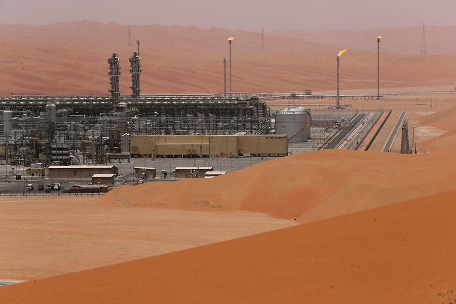 «В пользу роста цен»: страны ОПЕК+ решили дополнительно сократить добычу нефти с 1 января 2020 года