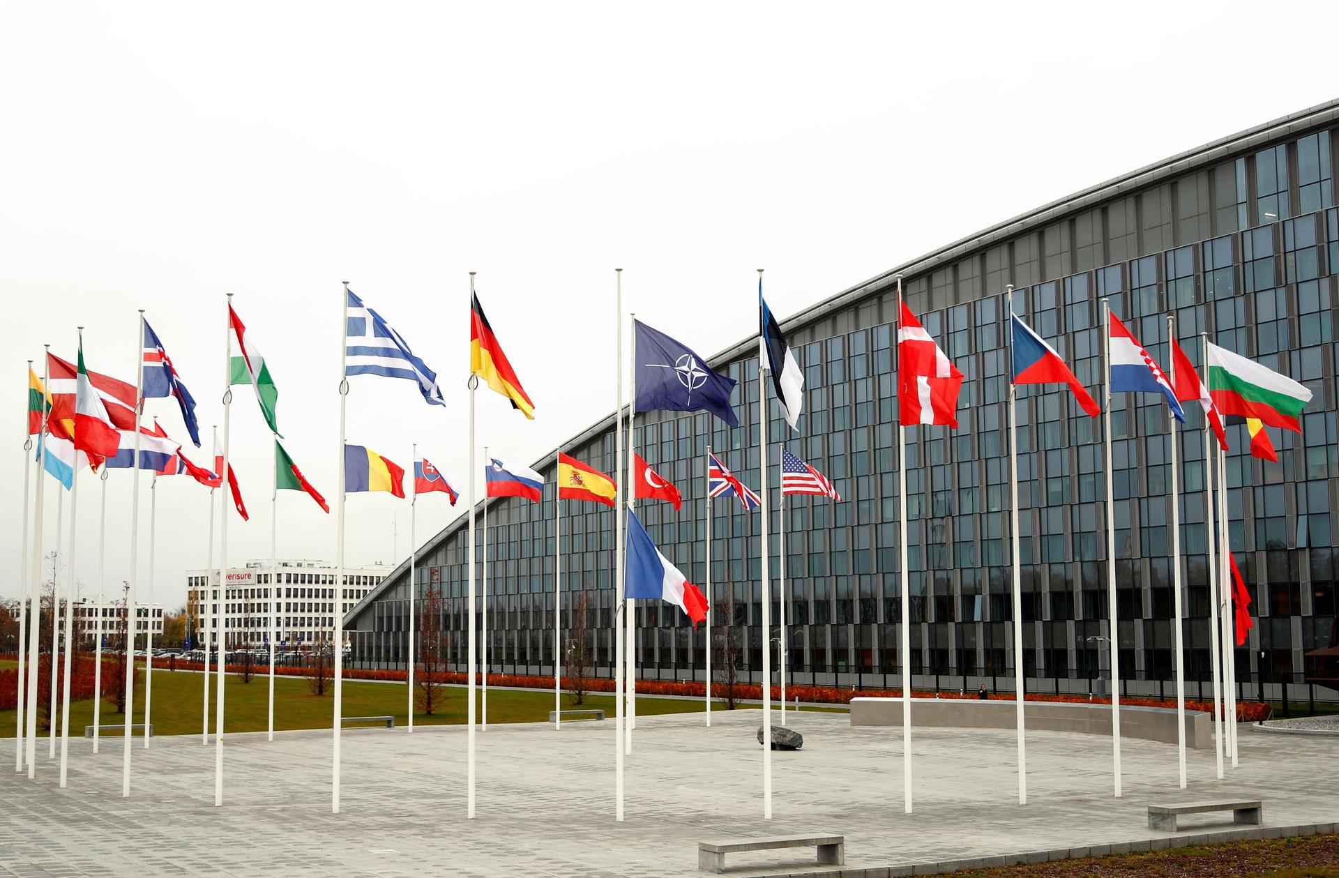«Не составляем списки противников»: почему генсек НАТО отказался называть Россию врагом