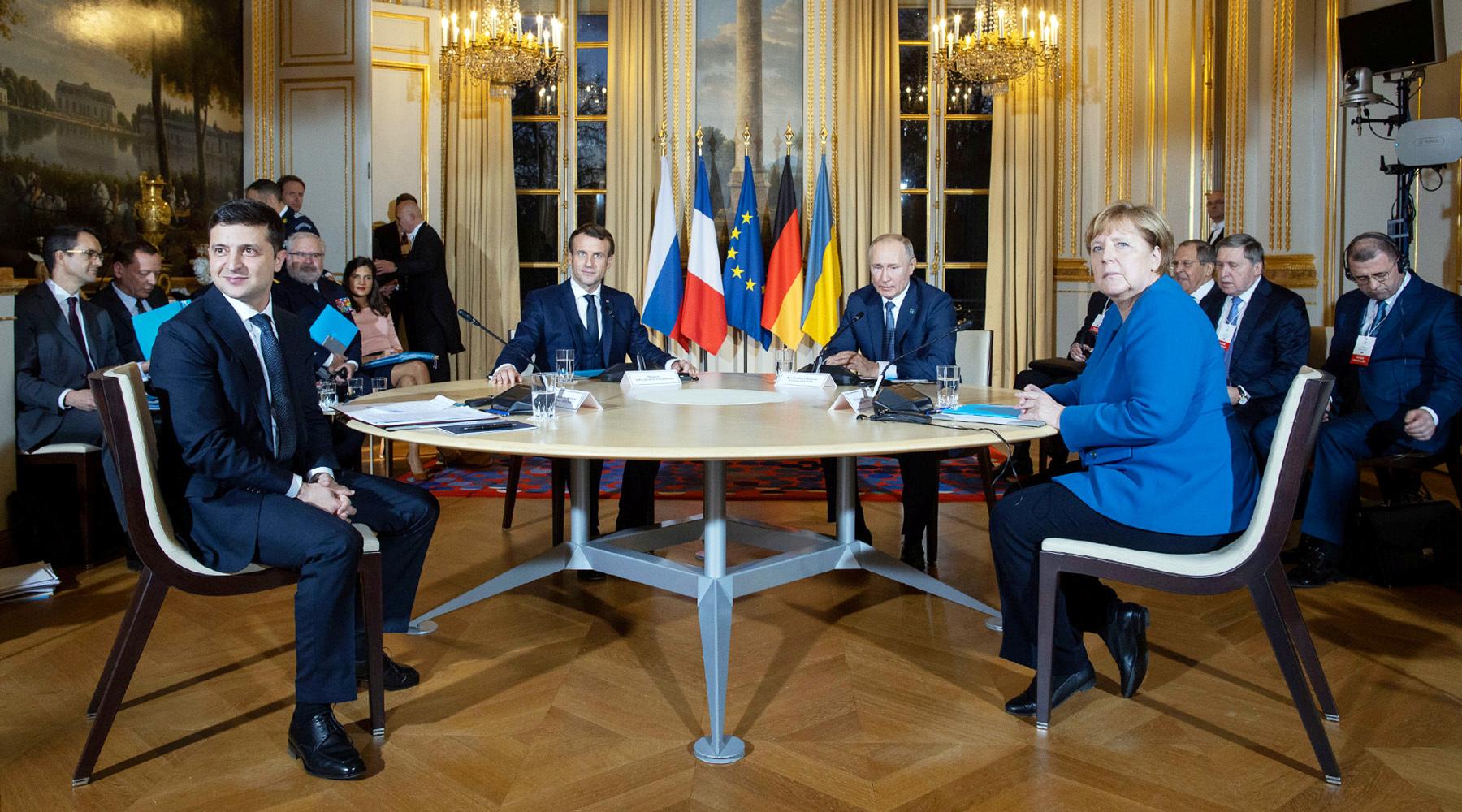 «Ситуация доведена до абсурда»: Евросоюз продлил санкции в отношении России