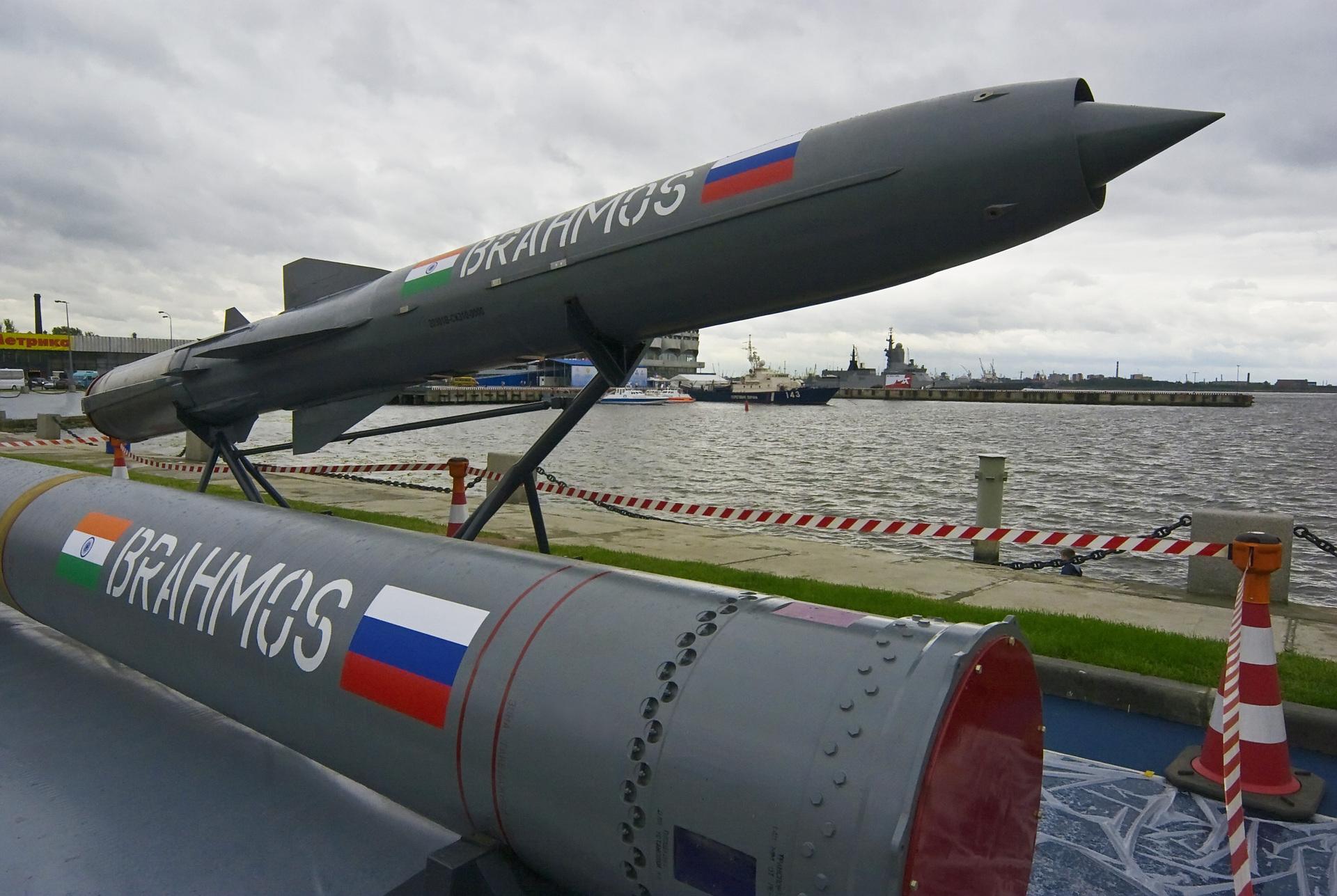 «В атмосфере доверия»: как Россия и Индия совершенствуют сверхзвуковые ракеты BrahMos