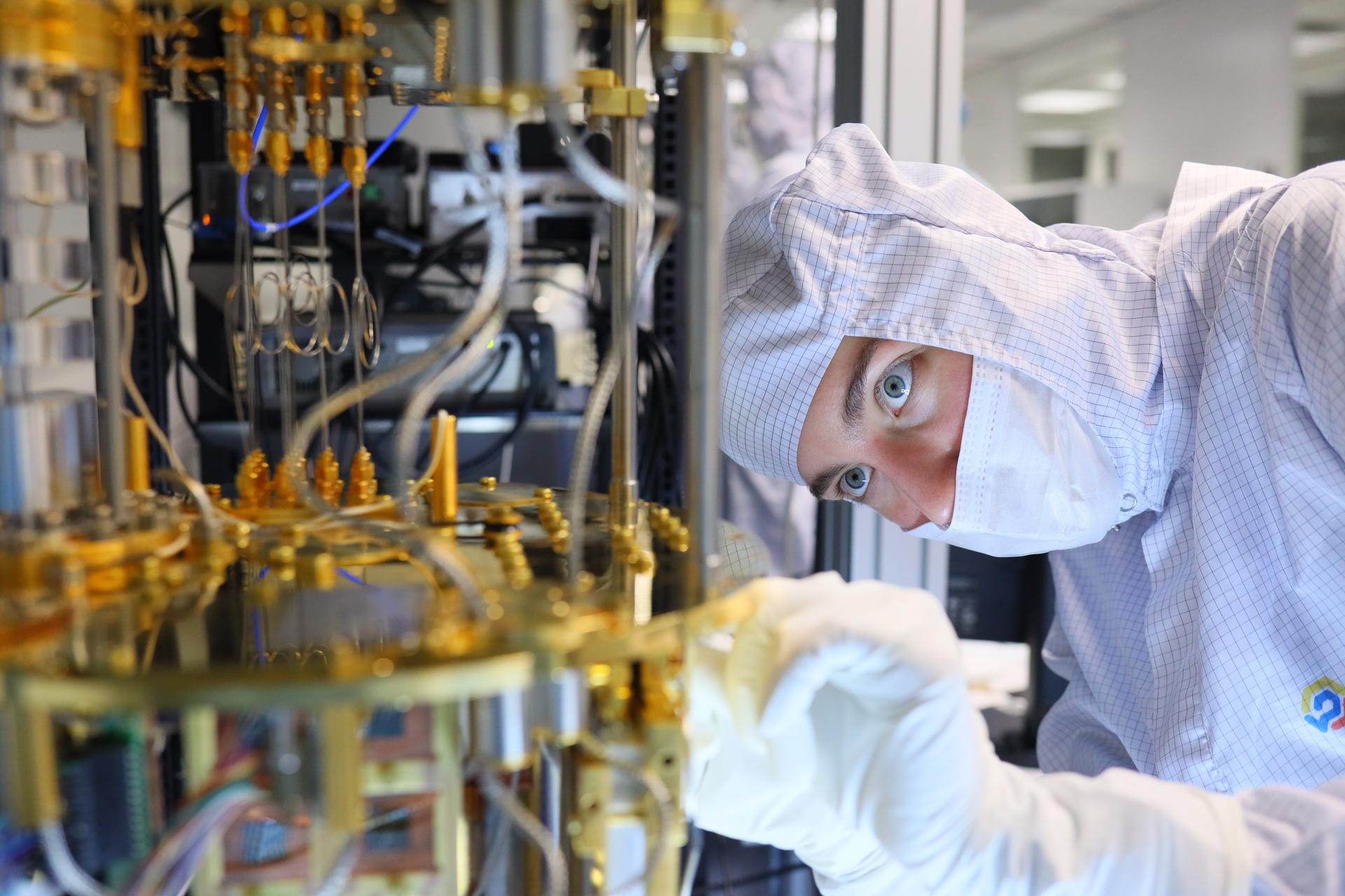 «Возможности безграничны»: российский специалист по наносистемам — о квантовом компьютере и биосенсорах