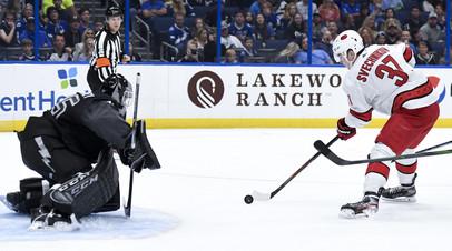 Два очка Кучерова и Сергачёва не спасли «Тампу» от поражения в матче НХЛ с «Каролиной»