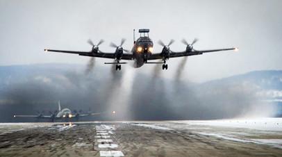 Самолёт морской авиации ВМФ  взлетает с аэродрома