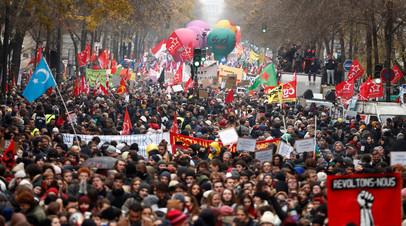 Более 60 человек задержаны на акции протеста в Париже