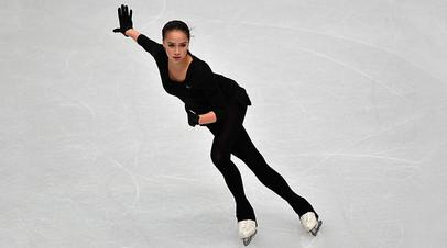 Алина Загитова на тренировке перед соревнованиями в одиночном катании среди женщин в финале Гран-при в Турине, 5 декабря