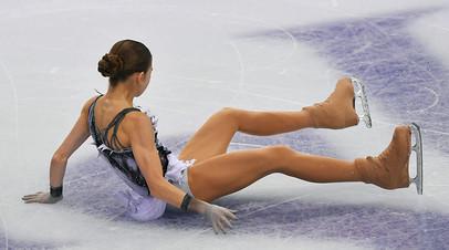 Александра Трусова (Россия) выступает в короткой программе женского одиночного катания в финале Гран-при по фигурному катанию сезона-2019/2020 в Турине