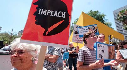 Демонстрация с требованием импичмента Трампа в Лос-Анджелесе