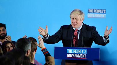 Борис Джонсон выступает с речью после оглашения предварительных результатов выборов в парламент