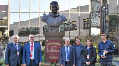 В аэропорту Сочи открыли бюст лётчика-космонавта Севастьянова