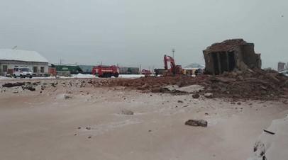 В Омске из-под завалов здания извлекли тело погибшего