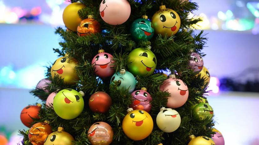 В МЧС напомнили, как правильно устанавливать новогоднюю ёлку
