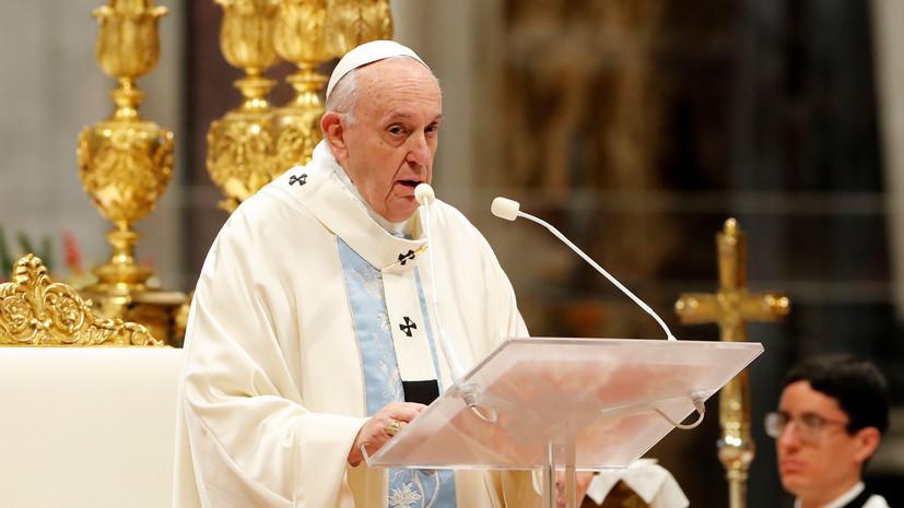 Папа Римский извинился за то, что оттолкнул женщину