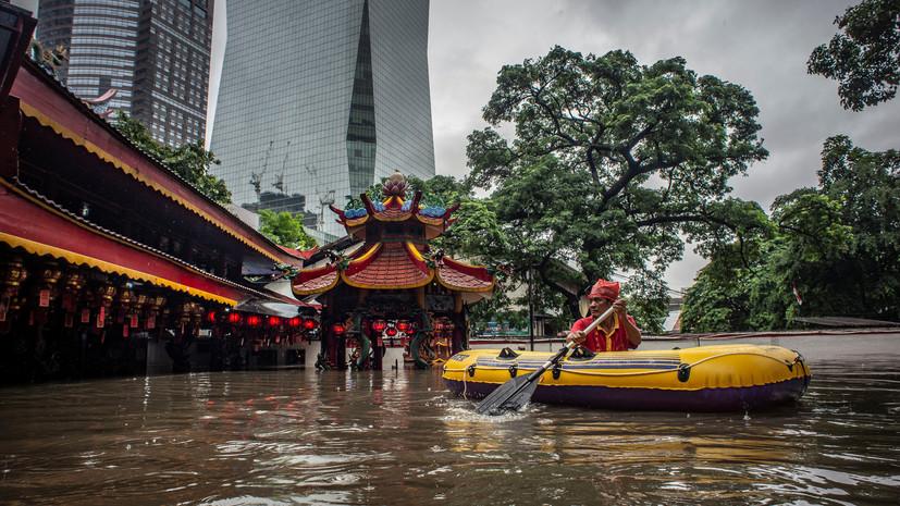 В Индонезии девять человек погибли из-за наводнений