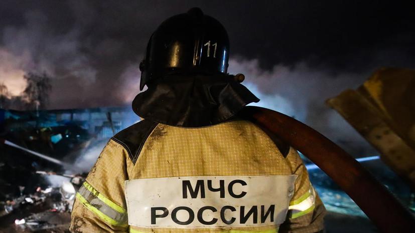 В Астрахани загорелся жилой дом на площади 800 квадратных метров