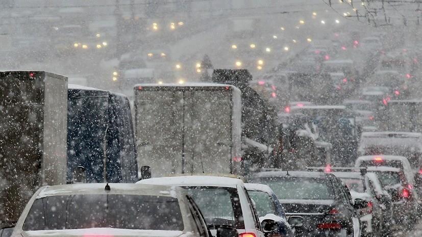 МЧС предупредило об усилении ветра и снеге в Москве
