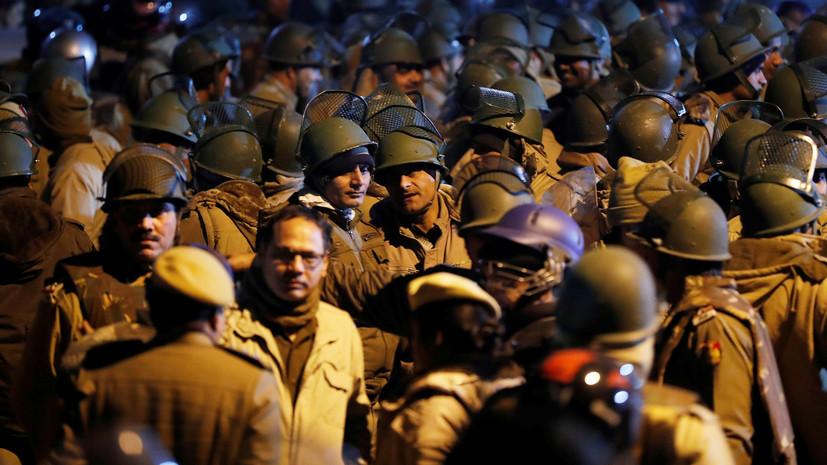 Более 40 человек пострадали при беспорядках у университета в Нью-Дели