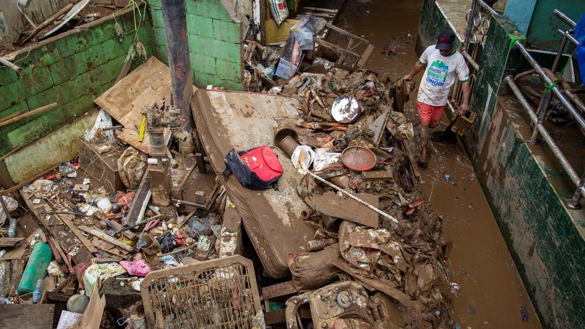 Число жертв наводнений в Индонезии увеличилось до 66