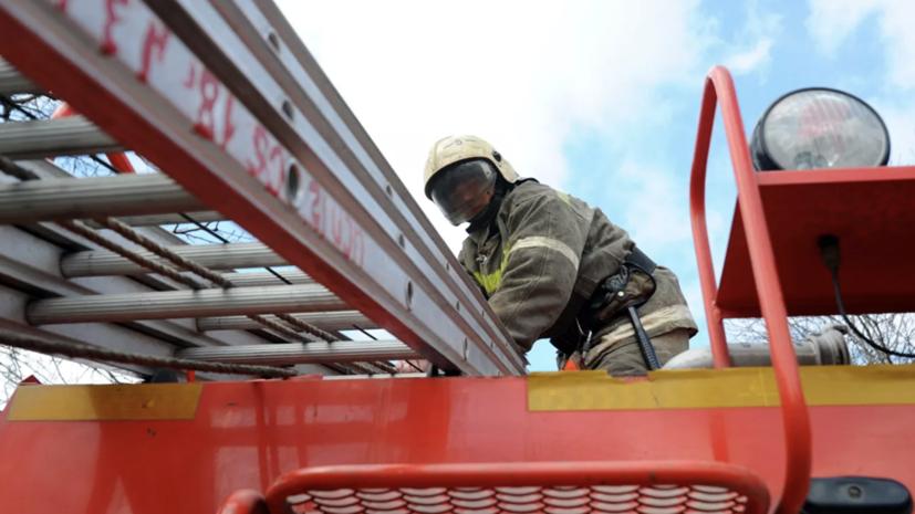 В Новосибирской области загорелась школа