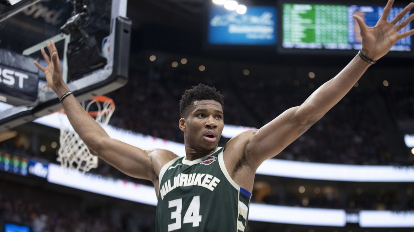 Дабл-дабл Адетокунбо помог «Милуоки» обыграть «Голден Стэйт» в НБА