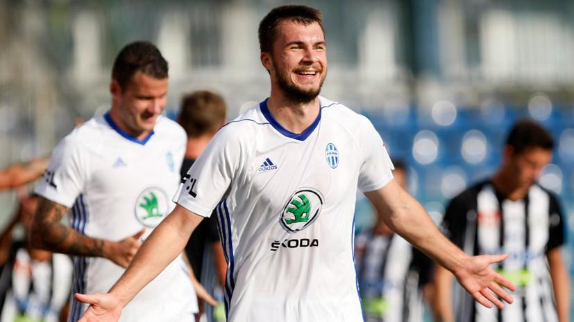 Источник: «Динамо» намерено приобрести Соболева или Комличенко
