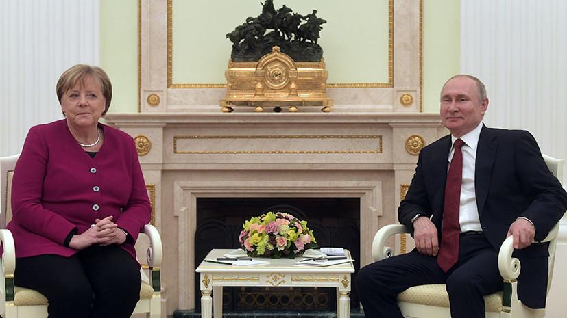 Путин и Меркель начали встречу в Кремле