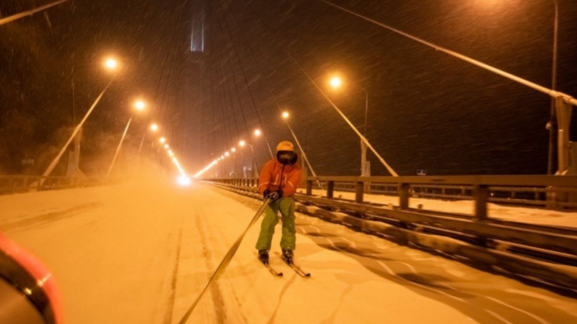 Во Владивостоке полиция оштрафовала сноубордистов за катание по проезж