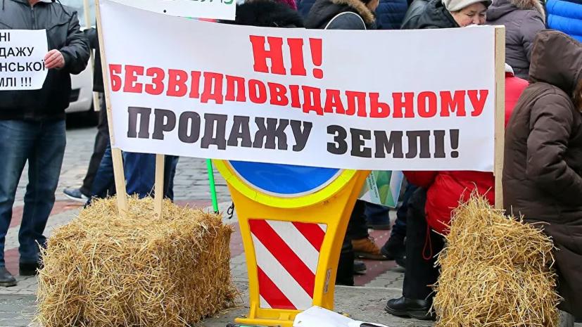 Возле дома Зеленского проходит акция протеста
