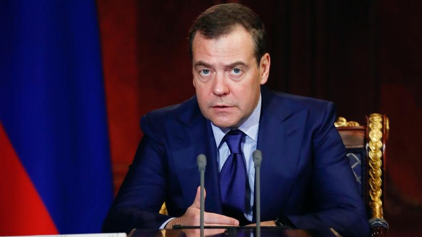 Медведев поблагодарил членов кабмина за работу