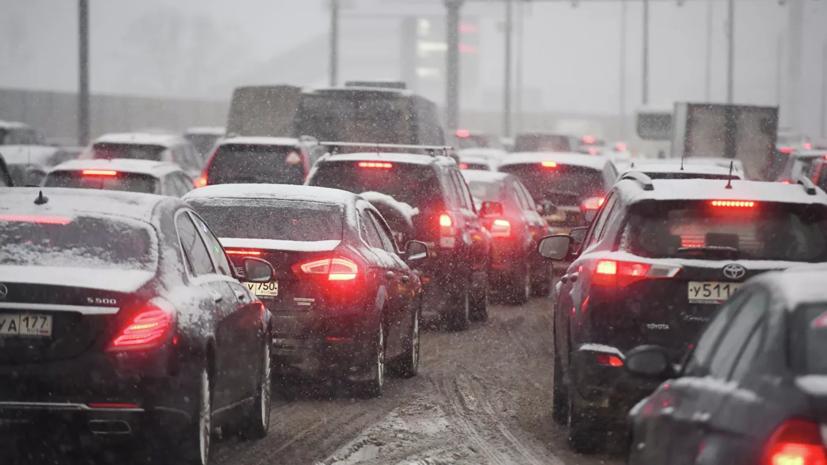 В центре и на севере Москвы временно ограничат движение транспорта