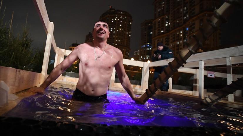 Роспотребнадзор дал рекомендации по купанию на Крещение