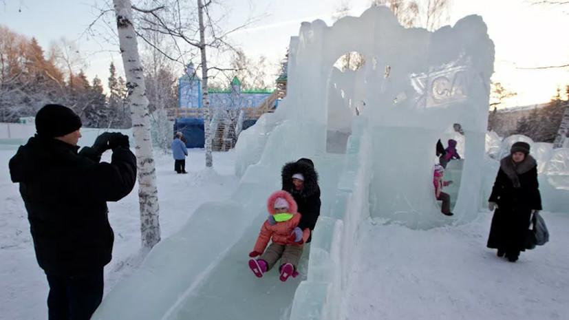 В Екатеринбурге из-за тепла обрушилась часть стены ледяного городка