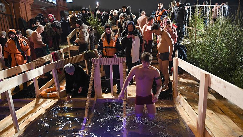 С заботой о здоровье: в России готовятся к крещенским купаниям