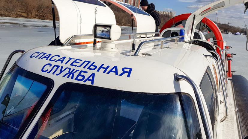 В Москве спасли провалившихся под лёд мужчин