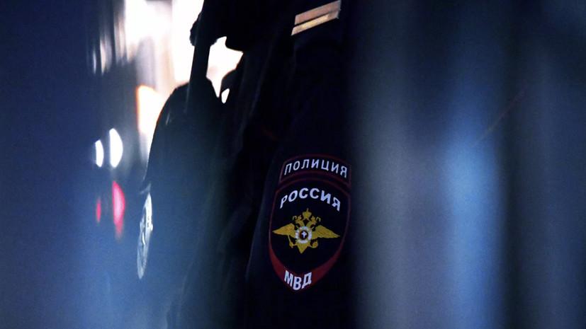 В Москве женщина заперлась в квартире и угрожает ребёнку