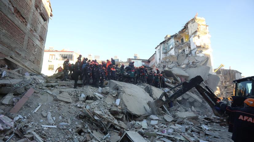 Десятки домов обрушились в Турции из-за землетрясения