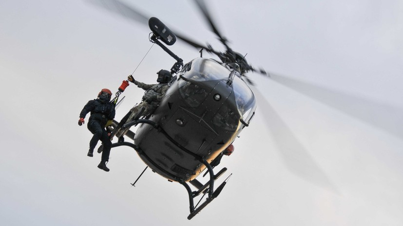 СМИ: Военный вертолёт США сел на воду около Окинавы