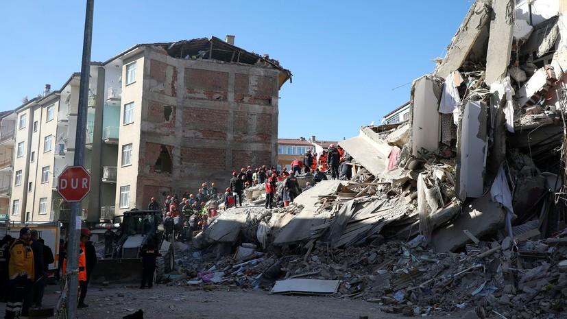 Иран предложил помощь Турции после землетрясения
