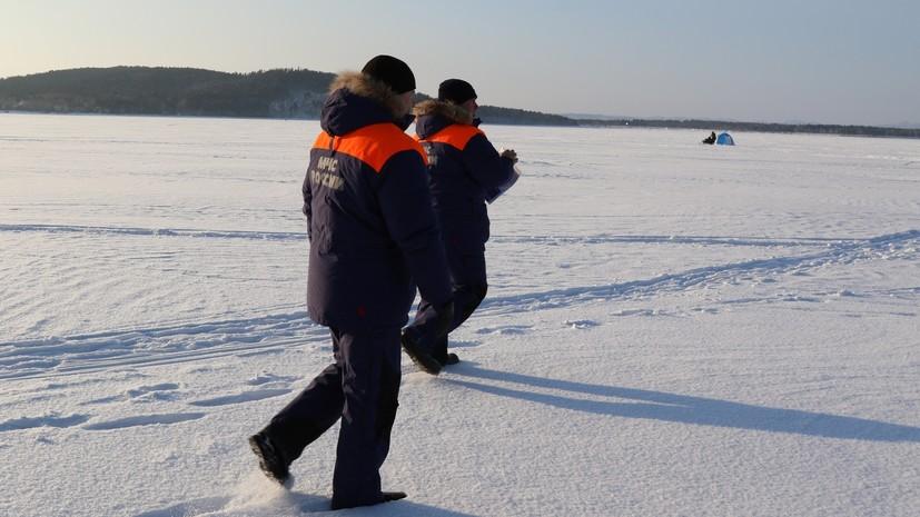 Около 600 рыбаков отрезаны от берега на льдине в Сахалинской области