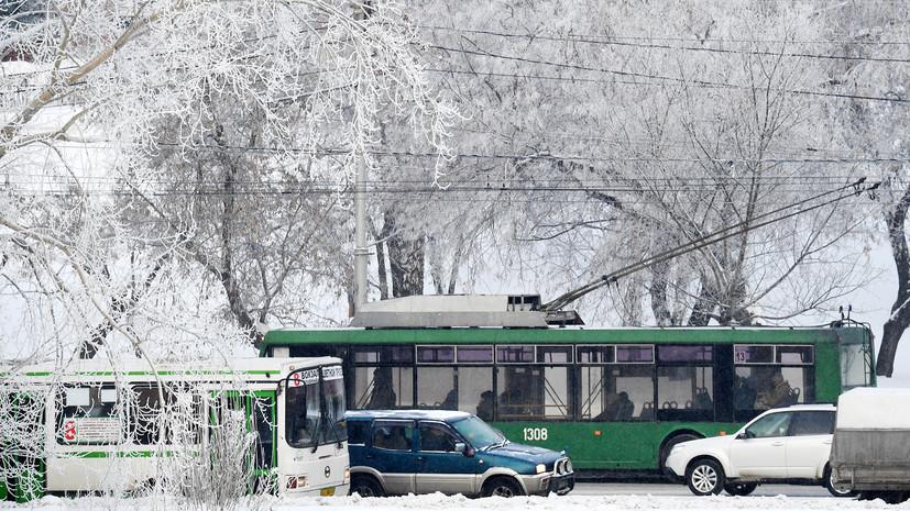 В Новосибирске ввели режим ЧС из-за снега