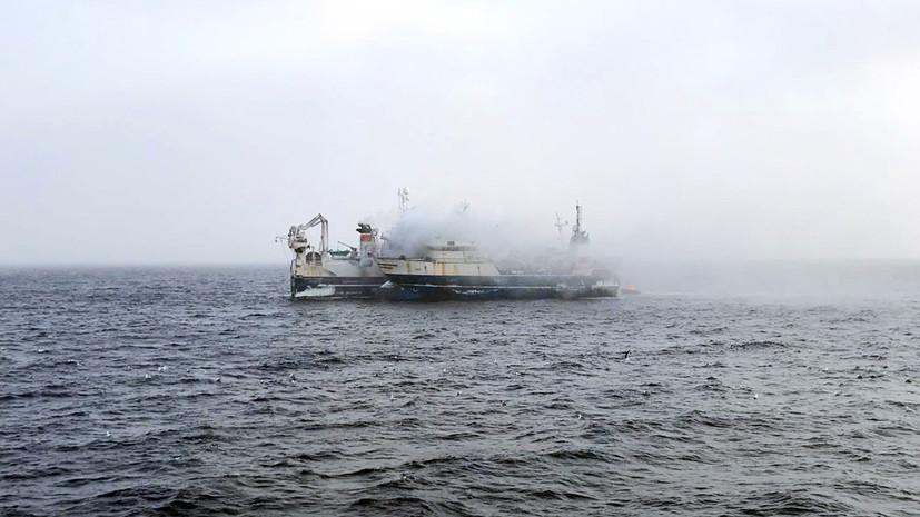 С загоревшимся в Охотском море траулером потеряли контакт