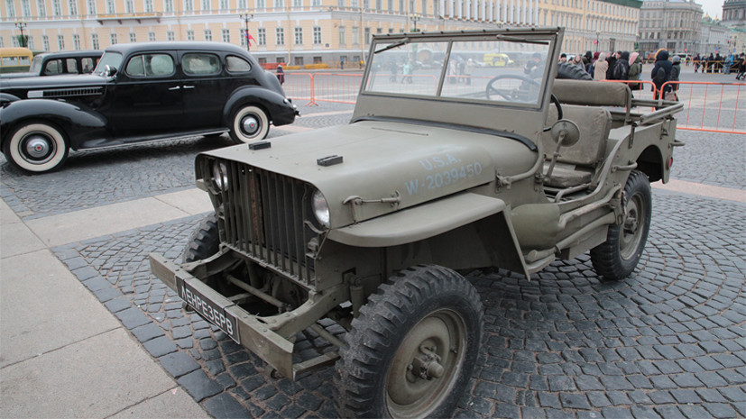 На Дворцовой площади Петербурга открылась выставка военной техники