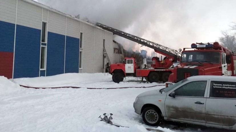 В МЧС заявили об увеличении площади пожара в ангаре в Тольятти